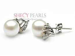 White Cultured Freshwater Pearl Earring